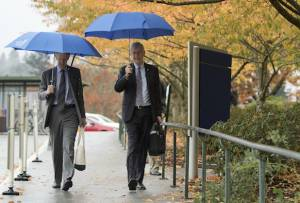 (Left to right) John Hunter, M.D., F.A.C.S., interim dean for the School of Medicine and National Institutes of Health Director Francis Collins, M.D., Ph.D. walk across the OHSU campus October 24, 2016. Dr. Collins met with OHSU leaders, learned about OHSU research and toured facilities prior to delivering the Mark O. Hatfield Lecture in the evening. (OHSU/Kristyna Wentz-Graff)