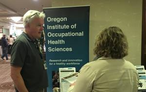 Fred Berman speaks to attendee about occupational resources at PNWAEC